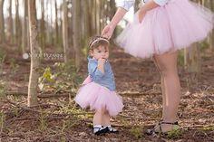 Sextou!!!Fofura tal mãe tal filha 💕 Modelo: @analu.fashionSaias tal mãe, tal filha: @val_travessurasdaesterTiara: @emmillykpianaFoto @gipezarini. #bomdiaa #tutu #talmãetalfilha #baby #instababy #socute #gipezarini #sextou #ownt #cute #love #vidademãe #mãedemenina #pink #rosa #fofuradodia #goodvibes #maisamorporfavor #espalheluz #dodia #ootd #photoshoot #inspiração #love #follow #linda #blogmaterno #morning #bonjour #bomdia #itgirlsbrazil ❤
