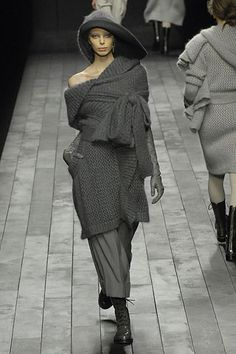 Sonia Rykiel: look3  Fall 2007 Ready-to-Wear  http://www.style.com/fashionshows/complete/slideshow/F2007RTW-SRYKIEL/#3