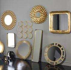 Seguramente alguien nos ha dicho alguna vez que con espejos podemos conseguir más profundidad y luminosidad en una estancia pequeña. Pero más allá de todo lo que ya sabemos de ellos, también se puede decorar con espejos. Dale a tu estancia reflejos dorados. #decoracion #deco #espejos #dorado #oro #vintage  http://elmercadodemaria.com/blog/?p=1389
