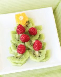 Holiday Vegetable Trays are festive, easy to make, healthy & delicious! Add fun to your Christmas table with one of these great vegetable/ fruit tray ideas. Christmas Tree Veggie Tray, Christmas Party Food, Homemade Christmas, Diy Christmas Gifts, Christmas Things, Christmas Eve, Christmas Ornaments, Food Trays, World Recipes