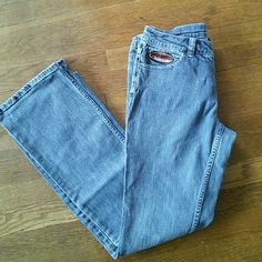 """Harley Davidson Boot Cut Jeans 6 99% cotton, 1% spandex. Patch logo on front pocket. 29"""" inseam. 26"""" waist. Great condition. Midrise. Part #99066-08VW Harley-Davidson Jeans Boot Cut"""