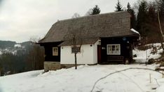 Chalupársky život na Kysuciach je tvrdý, ale krásny! Home Fashion, Ale, Cabin, House Styles, Home Decor, Ale Beer, Cabins, Cottage, Interior Design