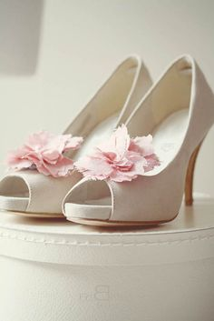White pumps with pink flowers