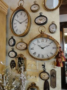 12 inspirative unique home interior accessories for minimalist house that quite easy to perform and spend minimum budget. Old Clocks, Antique Clocks, Wall Of Clocks, Vintage Clocks, Clock Art, Clock Decor, Home Interior Accessories, Elk Accessories, Interior Design