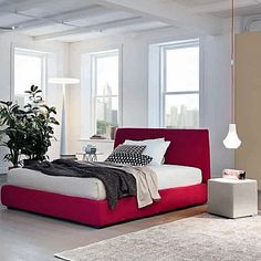 Padded, bright red 'Kissy Kissy' bed by Morassutti