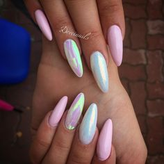 Both long nails and short nails can be fashionable and beautiful by artists. Short coffin nail art designs are something you must choose to try. They are one of the most popular nail art designs. Hot Nails, Pink Nails, Hair And Nails, Pink Holographic Nails, Pastel Nails, Acrylic Nails, Gorgeous Nails, Pretty Nails, Unicorn Nails