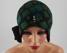 Felted Hat Green Cloche hat Reptile Hat Art Hat Flapper hat 1920s hat ART DECO hat Retro hats Felt wearable art Nunofelt  la belle epoque
