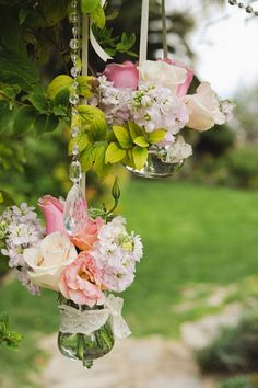 small flower arrangements in clear container vintage wedding decor ideas