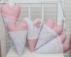 Valentine Wreath, Valentines Day Hearts, Valentine Decorations, Hobbies And Crafts, Diy And Crafts, Sewing Crafts, Sewing Projects, Fabric Hearts, Lavender Bags