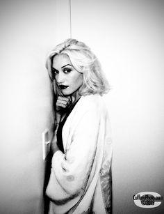 Gwen Stefani's Settle Down Hair Look - Celebrities Female Gwen Stefani 90s, Gwen Stefani No Doubt, Gwen Stefani And Blake, Gwen Stefani Style, Blond, Gwen And Blake, Hollaback Girl, Langer Bob, Idole