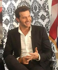Richard Armitage at the British Artist of the Year Award Feb 27, 2014  He was voted the favourite. This is at the British Consulate in LA.