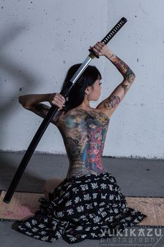 The Japanese Yakuza Tattoo For Girl picture is a cool photography of the inked girl model on her knees with a katana sword behind her back Yakuza Tattoo, Bushido Tattoo, Samurai Tattoo, Asian Tattoos, Sexy Tattoos, Body Art Tattoos, Forearm Tattoos, Sleeve Tattoos, Tattoo Girls