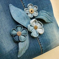 Džíska blue garden 3 intrigued by these flowersThis Pin was discovered by Gab Jean Crafts, Denim Crafts, Denim Flowers, Fabric Flowers, Artisanats Denim, Denim Handbags, Denim Ideas, Blue Garden, Fabric Jewelry