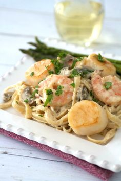 This Seafood Fettuccine Alfredo is the perfect comfort food meal with shrimp, scallops, and mushrooms in a creamy, cheesy sauce tossed with hearty noodles. Seafood Fettuccine Alfredo Recipe, Spinach Alfredo, Fettucine Alfredo, Alfredo Sauce, Shrimp Recipes, Pasta Recipes, Dinner Recipes, Cooking Recipes, Dinner Ideas