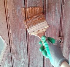 DIY: Swedish ecological paint for wood. No need to ruin yourself in painting! Swedish painting is ecological, economical and easy to do. DIY: Recipe on www. Diy Christmas Nails Easy, Limpieza Natural, Diy Projects To Try, Painting On Wood, Decoration, Diy Fashion, Diy Gifts, Diy And Crafts, Diy Jardin