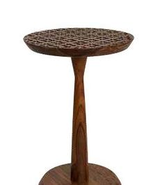 Give the room a touch of pure elegance with this beautifully hand carved Sheesham side table. The elegant piece of furniture boasts a gorgeous piece of artwork and features stunning floral carved details all over the surface. A lovely piece of wood holds up the table with a flat surface that charmingly sits at the bottom. This little beauty will always have heads turning and will also bring you in touch with many compliments for your delicate and attractive choice of furniture. Trash Bins, Recycling Bins, Turning, Compliments, Hand Carved, Household, Surface, Tables, Delicate