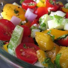 Tomato Cucumber Onion Green Pepper Basil Salad 5 tomatoes, diced  1 onion, chopped  1 cucumber, sliced  1 green bell pepper, chopped  1/2 cup chopped fresh basil  1/2 cup chopped parsley  2 tablespoons crushed garlic  salt and pepper to taste  2 tablespoons white wine vinegar