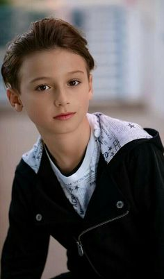 Young Cute Boys, Cute Kids, Frock Patterns, 13 Year Old Boys, Boy Models, Boys Like, Boys Jeans, Boy Hairstyles, Beautiful Gorgeous