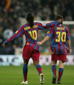 Ronaldinho & Messi. I seriously love this picture
