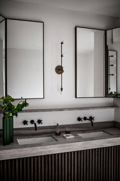 French Bathroom PHOTO: Benoit Linero for JeanCharles Tomas Interior Architecture French Bathroom, Modern Bathroom, Small Bathroom, Parisian Bathroom, Minimal Bathroom, Masculine Bathroom, Downstairs Bathroom, Bad Inspiration, Bathroom Inspiration