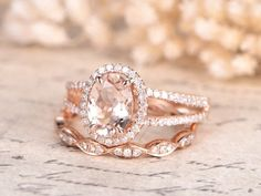 Unique Engagement ring & Wedding ring set Solid white/ rose/yellow gold Main ring: Solid Yellow Gold Approx Band width: Round Cut VS natural green tourmaline Round Cut SI-H Natural conflict free diamonds Prong, Morganite Engagement, Morganite Ring, Engagement Ring Settings, Vintage Engagement Rings, Curved Wedding Band, Diamond Wedding Rings, Moissanite Bridal Sets, Rings For Her, Wedding Shit