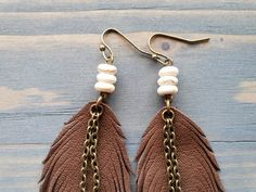 Bohemian Jewelry For Her. Leather Jewelry Making, Jewelry For Her, Feather Earrings, Boho Earrings, Designer Jewelry, Jewelry Design, Jewelry Ideas, Diy Jewelry, Ankle Tattoos For Women Anklet