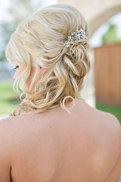 #Hairstyle | On SMP: http://www.StyleMePretty.com/southwest-weddings/2013/06/21/richmond-wedding-at-briscoe-manor-from-julie-wilhite-photography/ Julie Wilhite Photograph