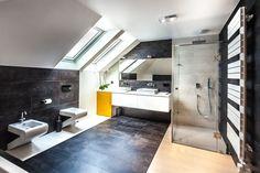 Łazienka, aranżacja łazienki, elegancka łazienka, przeźroczysty prysznic, kafle w łazience. Zobacz więcej na: https://www.homify.pl/katalogi-inspiracji/23099/jak-urzadzic-lazienke-pelna-swiezosci