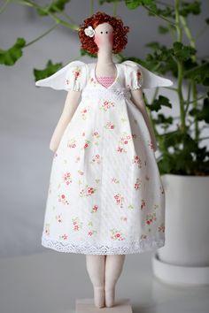 Tilda med blommig klänning