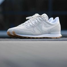 nike internationalist phantom white