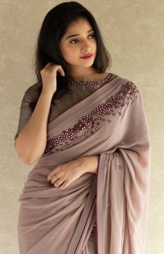 11 saree stylish looks to inspire you 3 Cotton Saree Blouse Designs, Half Saree Designs, Fancy Blouse Designs, Silk Cotton Sarees, Sari Bluse, Saree Designs Party Wear, Sarees For Girls, Saree Shopping, Cotton Sarees Online Shopping