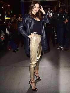 Star Tracks: Friday, November 21, 2014 | MODEL CITIZEN | The sidewalk makes the perfect runway for Miranda Kerr, who causes a stir on the streets of Manhattan on Thursday night.