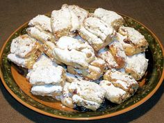 Stollenkonfekt-Rezept: Stollenkonfekt mit Marzipan, die Mini-Christstollen