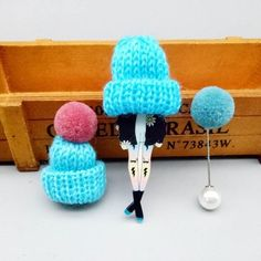 Cute set of 3 pins: girl wearing large winter cap, cap with pompom and pompom pin.Add unique element to your winter outfit! Body Jewellery, Nose Stud, Girls Wear, Animal Design, Bracelet Patterns, Crochet Earrings, Bracelets, Necklaces, Jewelry Design