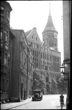 Cathedral on Kneiphof Island.. Кёнигсберг.. Кафедральный собор на Кнайпхофе.. вид с ул.. Фляйшбенкен.. Flechbaencken Strasse.. c1940