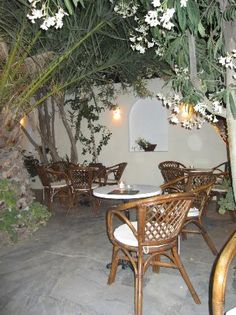 Dorians Bar Best Restaurants In Santorini, Best Dining, Trip Advisor, Table Decorations, Bar, Home Decor, Decoration Home, Room Decor, Home Interior Design
