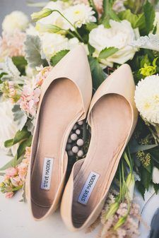 nude wedding flats wedding chicks - Wedding Shoes Flats - Damen Hochzeitskleid and Schuhe! Converse Wedding Shoes, Wedge Wedding Shoes, Beach Wedding Shoes, Dream Wedding, Best Bridal Shoes, Bridal Flats, Designer Wedding Shoes, Bridesmaid Shoes, Nude Shoes