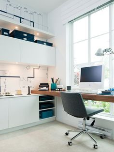 #Office in front of a #window iwth #felt #chair // #Büro vor einem #Fenster mit #Filzstuhl