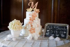 Our beautiful wedding cake!! {Wedding pictures}