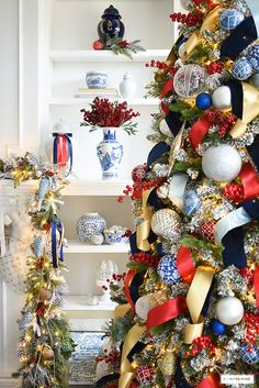 Creative Christmas Trees, Gold Christmas Tree, Christmas Tree Themes, Beautiful Christmas, Christmas Wreaths, Tartan Christmas, Christmas Ideas, White Christmas Ornaments, Coastal Christmas