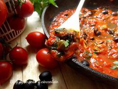 Il Sugo alla Puttanesca è un sugo tipico della cucina Napoletana,poi esiste la versione Laziale dove si aggiungono le acciughe. ma perchè Puttanesca?