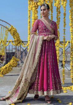 Pakistani Fashion Casual, Pakistani Dresses Casual, Indian Bridal Fashion, Indian Dresses, Indian Outfits, Western Outfits, Pakistani Wedding Outfits, Pakistani Bridal Dresses, Pakistani Dress Design