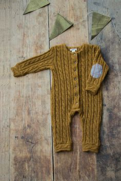Angoras wool is know to be one of the warmest. This jumpsuit with plait twists will keep your little one warm & cozy during all of the cold season.   Composition: 100% Angora Wool   Available in sizes:  62cm-(24.4) - 3M 68cm-(27.8) - 6M 74cm-(29.1) - 9M 80cm-(31.5) - 12M 86cm-(33.9) - 18M 92cm-(36.2) - 2Y 98cm-(38.6) - 3Y  How to take care of it?  wash it gently on woollen program, do not bleach, do not tumble.    If you have any questions, dont hesitate to contact me!  **** For sweet gi...