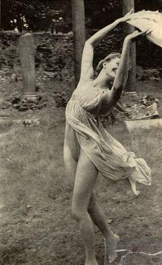 "lush-retina: Vanessa Redgrave in ""Isadora"""