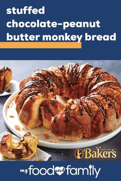 Everyone knows chocolate and peanut butter is a perfect match in any dessert, which includes chocolate peanut butter monkey bread. Try a new dessert option and make our Stuffed Chocolate-Peanut Butter Monkey Bread for a delicious end to dinner. Peanut Butter Bread, Chocolate Peanut Butter, Easy Chicken Fajitas, Crescent Roll Recipes, Family Meals, Family Recipes, Roasted Peanuts, Monkey Bread, Chocolate Peanuts