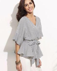 Self-tie Stripe Wrapped Peplum Blouse - www.anabellas.co #anabellas #blusa #rayas #cuelloV #blusaenvuelta #lazoanudado