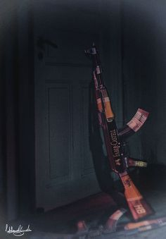 digital art - opera dedicata alla strage dei disegnatori della rivista charlie hebdo. Due kalashnikov realizzati con 12 matite faber castell, 6 matite per ogni fucile in memoria delle 12 vittime.