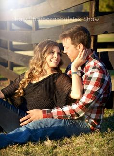 Easy Wedding Photography Ideas For Bride & Groom Farm Engagement Photos, Country Engagement, Engagement Couple, Engagement Shoots, Fall Engagement, Couple Photography, Engagement Photography, Wedding Photography, Photography Ideas