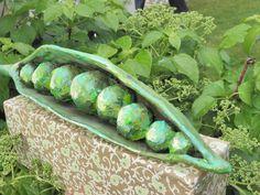 Seeligkeitssachen, Erbsen, Papiermaché, peas, papermache #erbsen #grün #skulptur #papiermache #handarbeit