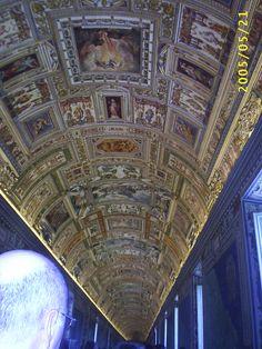 The Cistine Chapel at Il Vaticano, Italia.